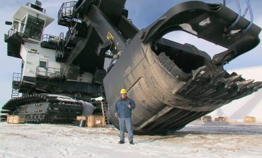 Industrial sized large excavator for mining